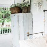 39-rustic-farmhouse-porch-decor-ideas-homebnc