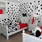 41-paws-and-prints-disney-room-decor-homebnc