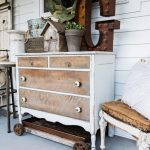44-rustic-farmhouse-porch-decor-ideas-homebnc
