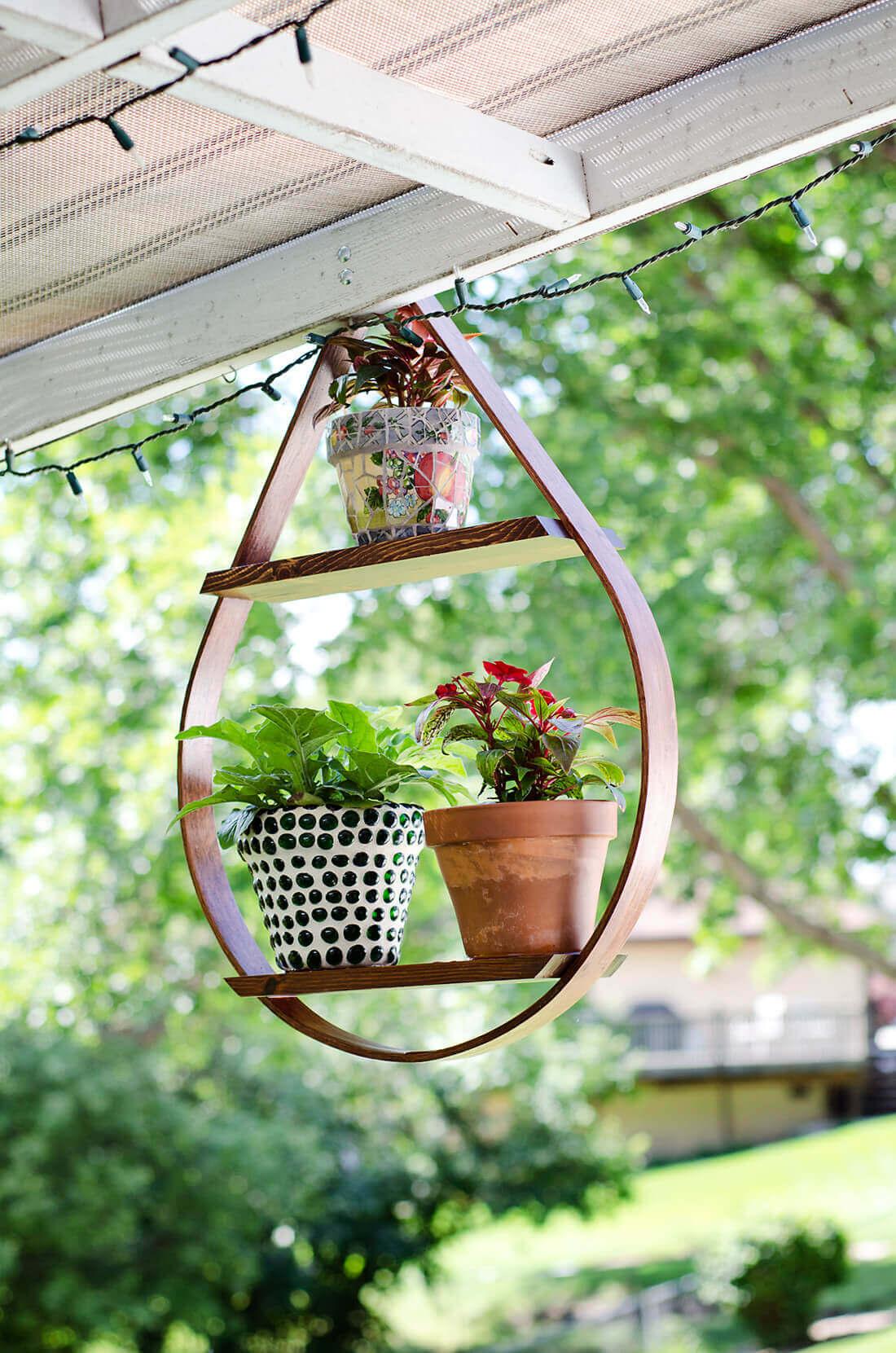 Teardrop Shaped Potted Plant Display Shelf