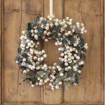 46-holiday-elegance-white-cranberry-decor-idea-homebnc