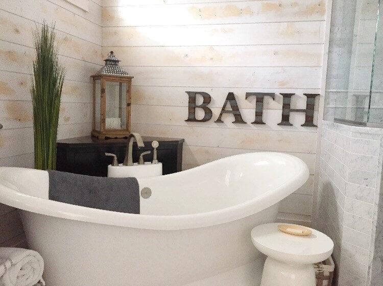 A Rustic Bathroom with Modern Amenities