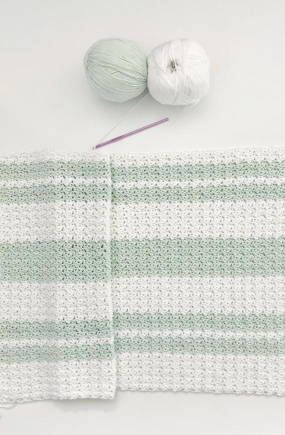 Free Pattern Modern Double Crochet V Stitch Blanket