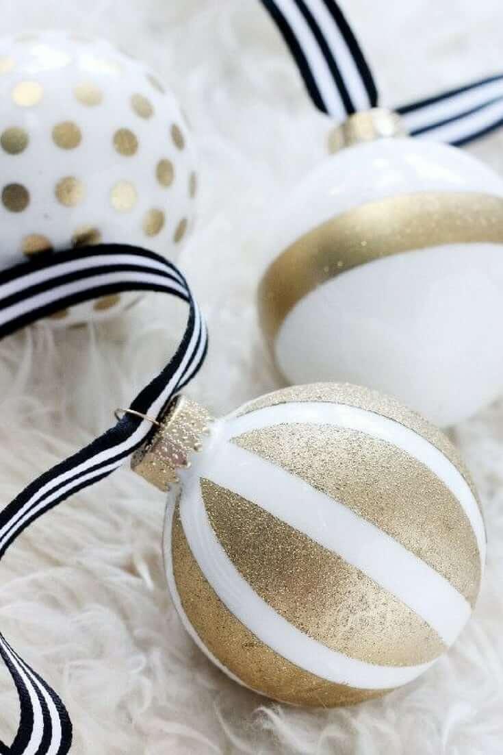 Gold Christmas Decor Ideas for Bulbs