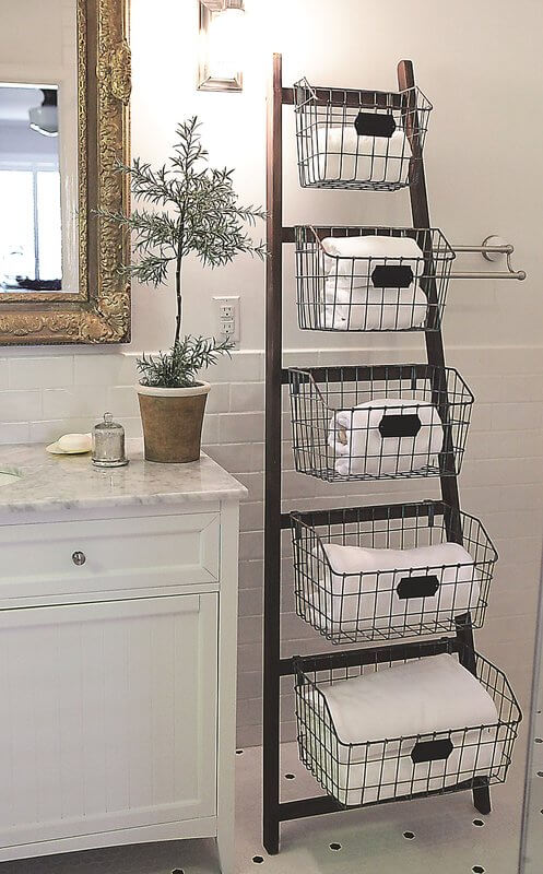 Blanket Ladder with Rustic Appea