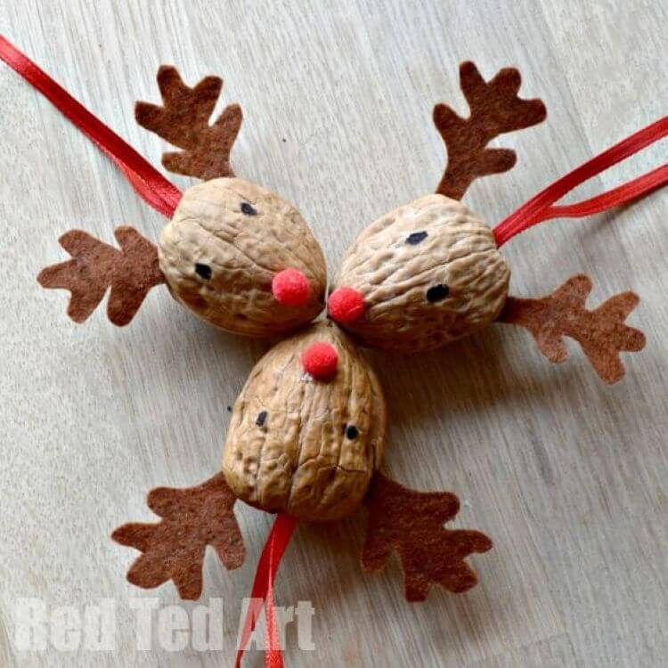 Cute Walnut Reindeer Heads Decoration