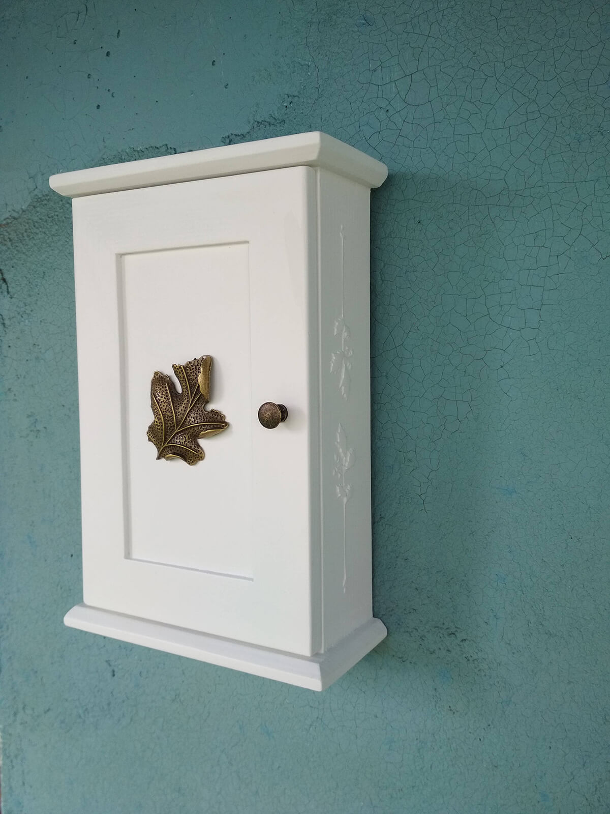 White Cabinet Key Rack