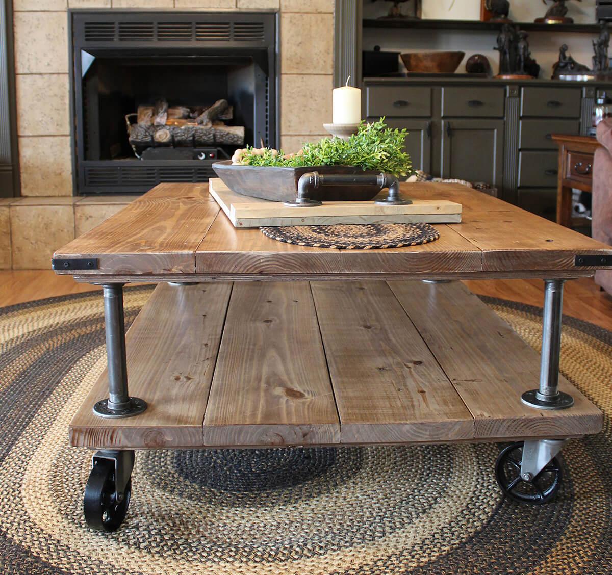 Mobile Vintage, Rustic and Beautiful Table