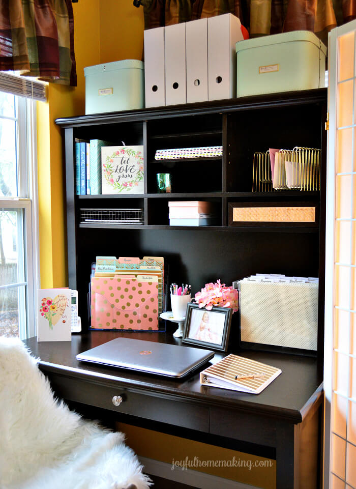 Vertical Home Office for Small Spaces