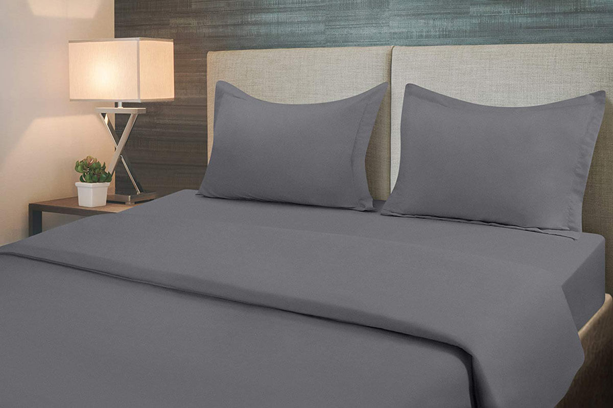 Minimalist-Inspired Soft and Simple Bedding