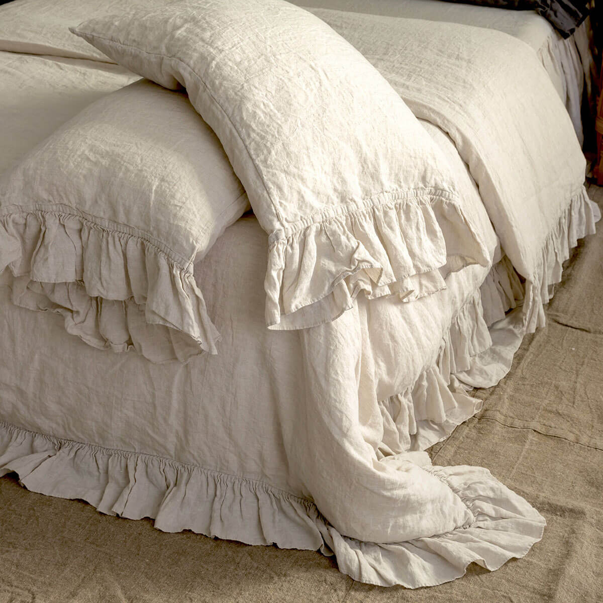Victorian-Inspired Linen Bedding Set